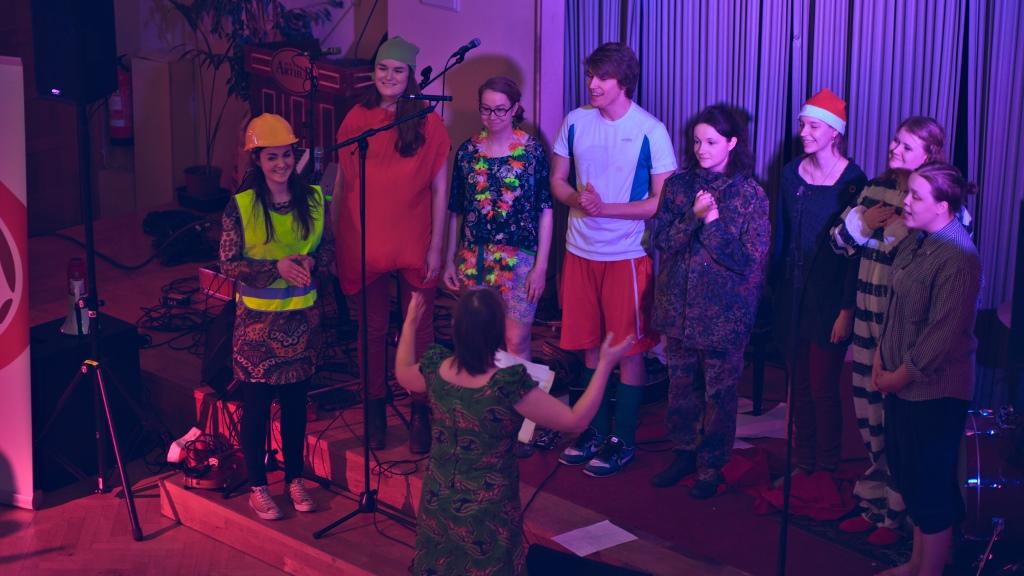 Changemaker-kuoro laulaa