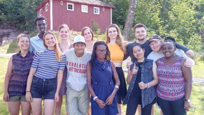 Ryhmäkuvassa Changemakerin kansainvälisen verkoston kokouksen osallistujat Suomesta, Kambodžasta, Keniasta, Norjasta ja Tanskasta.