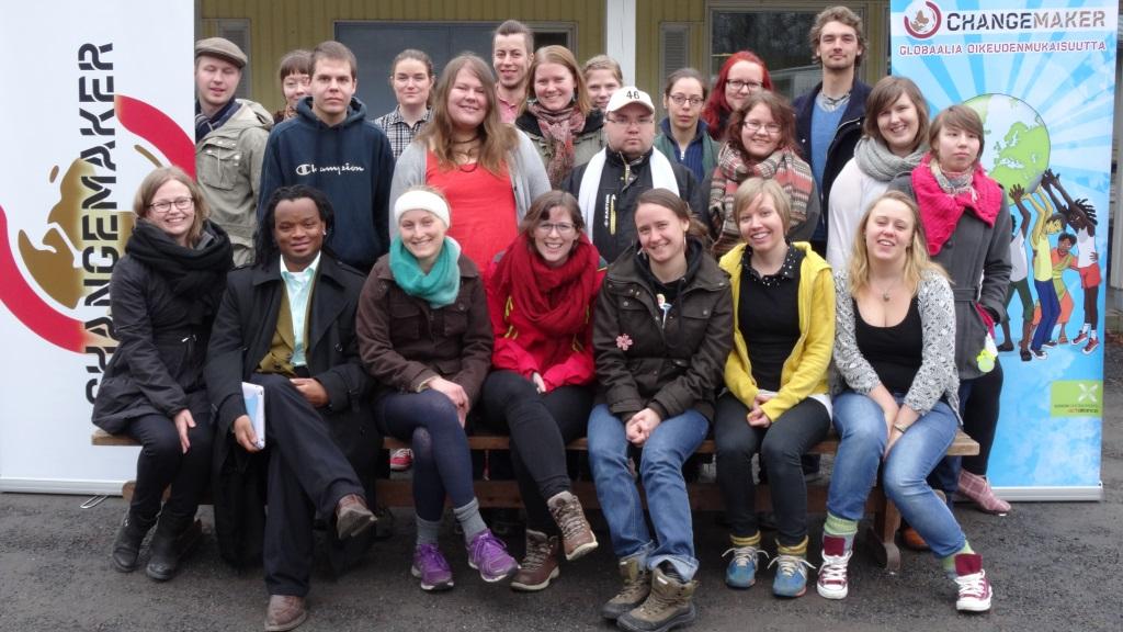Changemaker-viikonlopun osallistujat ryhmäkuvassa.