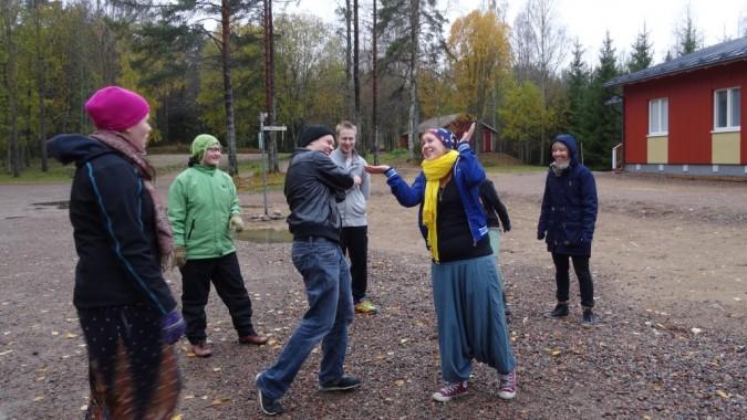 Ulkoleikkejä Changemaker-viikonlopussa Nummijärvellä