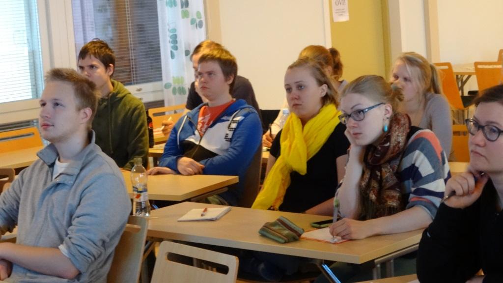 Vapaaehtoisia talousteemaisessa koulutuksessa