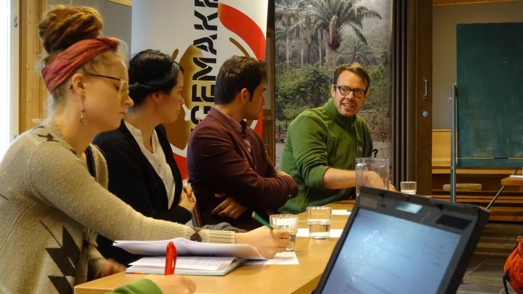 Panelistit halusivat kannustaa Changemakereitä ennakkoluulttomuuteen ja avoimeen kohtaamiseen.