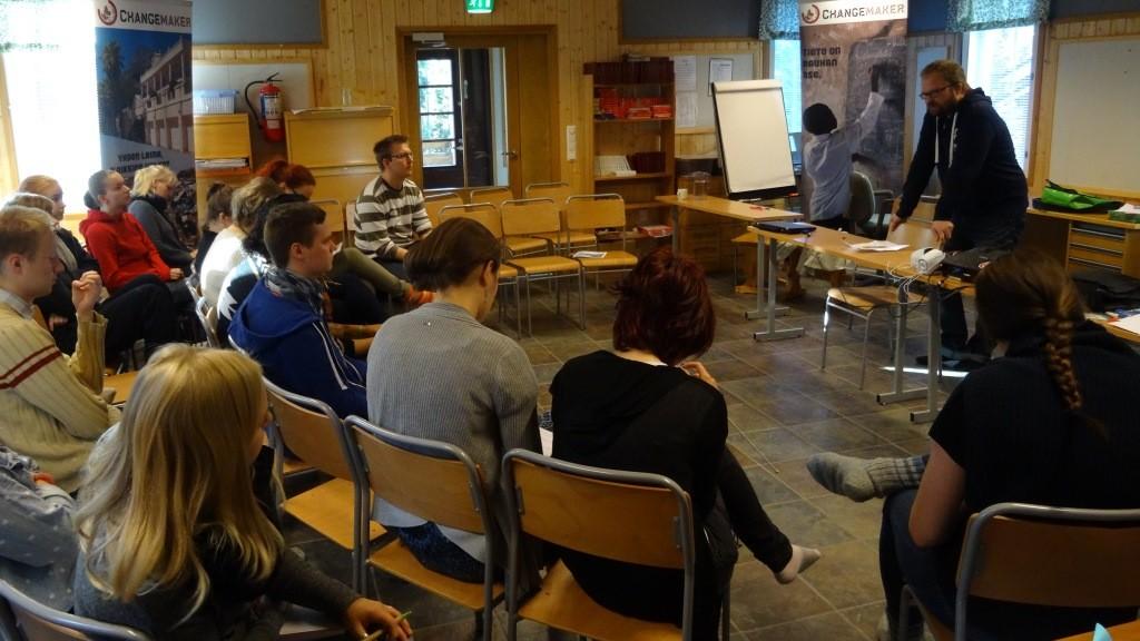 Itä-Suomen yliopiston tutkija Teppo Eskelinen avasi velkakoulutuksessa kehitysmaiden velka-teemaa.