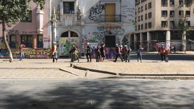 Mielenosoittajia Chilen pääkaupungin Santiagon kaduilla helmikuussa 2020.