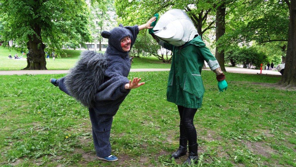 Uhanalaisen liito-oravan ja tonnikalan yhteistyötä Maailma kylässä -festivaaleilla.