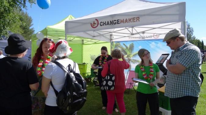 Changemakerin teltta ja vapaaehtoisia Herättäjäjuhlilla Lapualla 2014