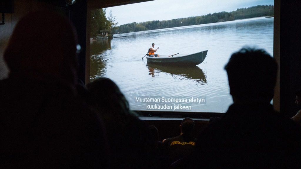 soutuvene videolla sekä yleisöä