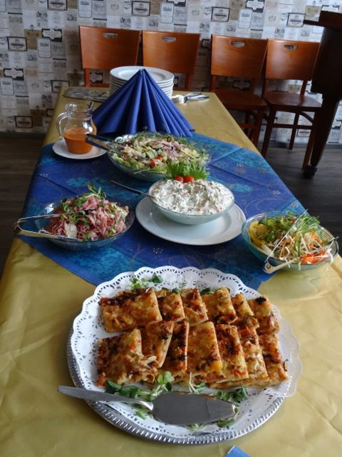 Paikallisryhmäpäivän lounasantimia ravintola Pikku-Iitassa.