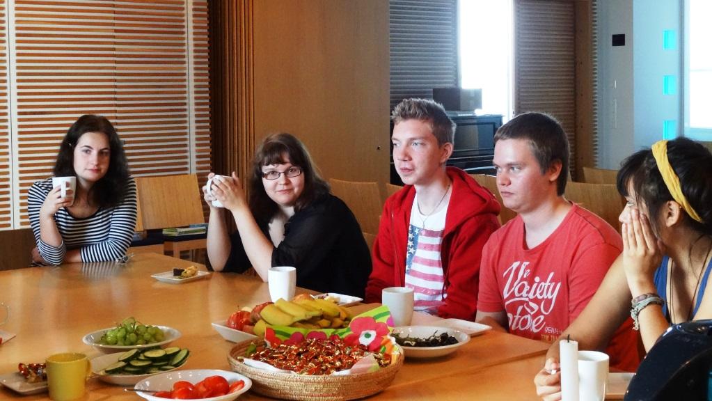 Tutustumista ja kahvittelua paikallisryhmäpäivässä