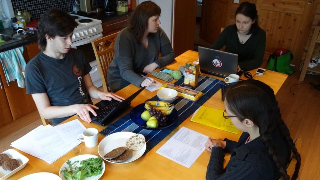 Tiimin kokous pidettiin sunnuntai aamuna strategiaviikonlopussa.