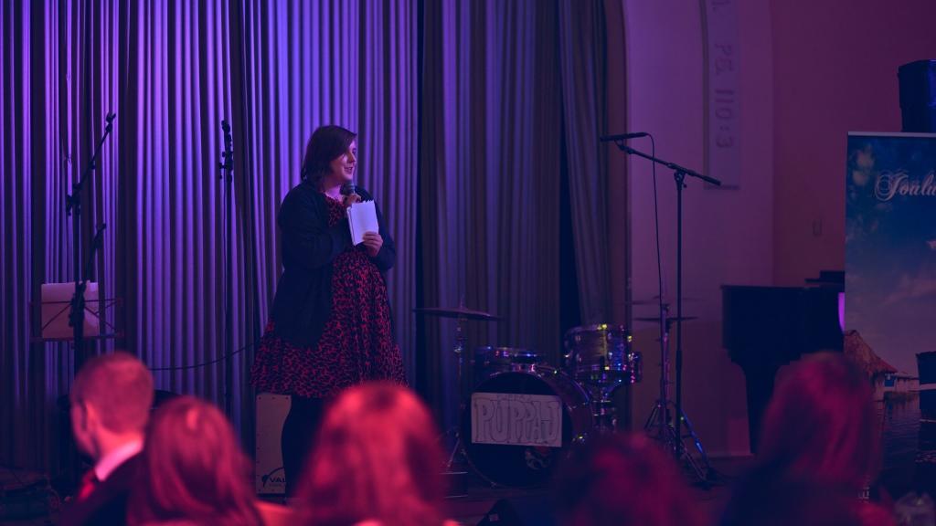 Ohjelman avasi verkoston puheenjohtajan Elina Tyynelän puhe.