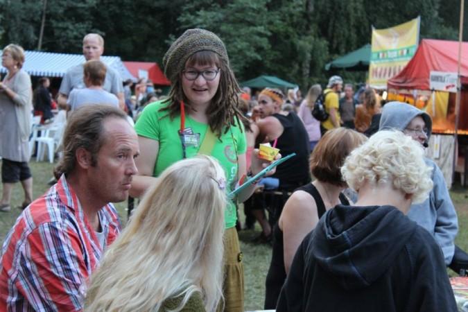 Changemaker kampanjoi keräämällä vetoomukseen allekirjoituksia lukuisissa kesätapahtumissa
