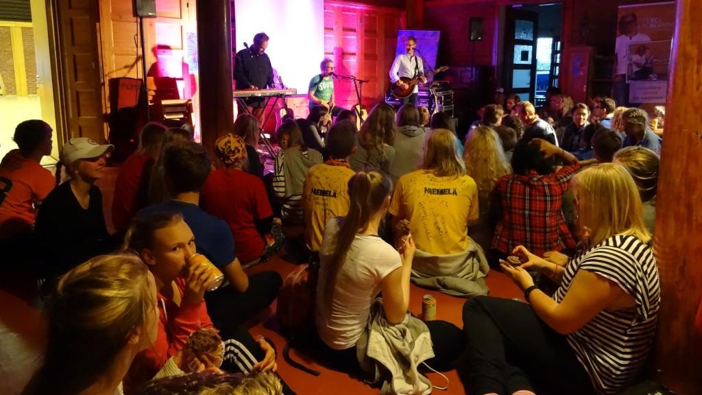 Pekka Laukkarinen trio siivitti Changemakerin isosten illat käyntiin.