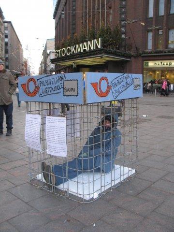 Vuoden 2007 Uusi uljas turvpaikkapolitiikka -kampanjassa muistutettiin turvapaikanhakijoiden vaikeasta tilanteesta.