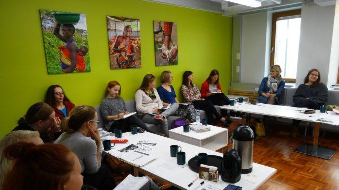 Globalistin lehtityökoulutus Changemakerin toimistolla.