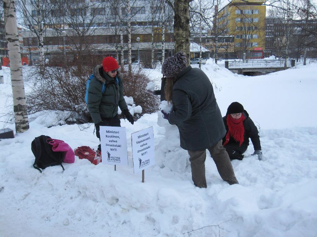 Oulun Changemakerin lumiukkotempaus 12.2.2013