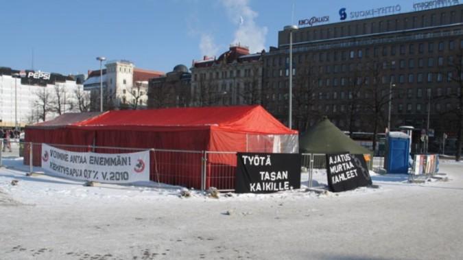 Lupauskampanjan telttaleiri Helsingin Rautatientorilla 2006