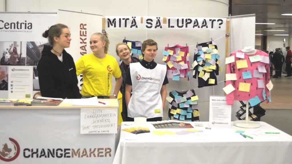 Changemakerin ständillä oli reippaita vapaaehtoisia Espoosta.