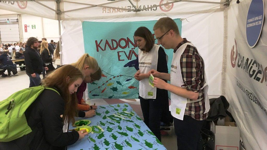 Changemakerin tiimiläiset Ronja ja Jaro osallistuivat myös Maata näkyvissä -festareille.