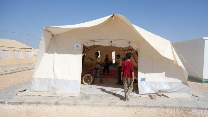 Sirkuskoulu Magenta pakolaisleirillä Jordaniassa