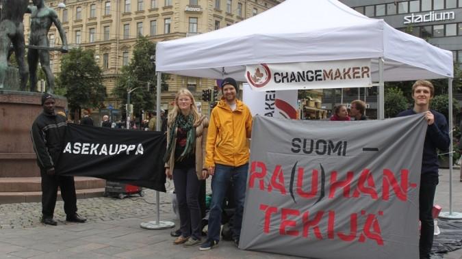 Changemakerin Rauhantekijä-kampanjassa vuonna 2012 vaadittiin Suomelta vastuullisuutta ja johdonmukaisuutta asevientikysymyksissä