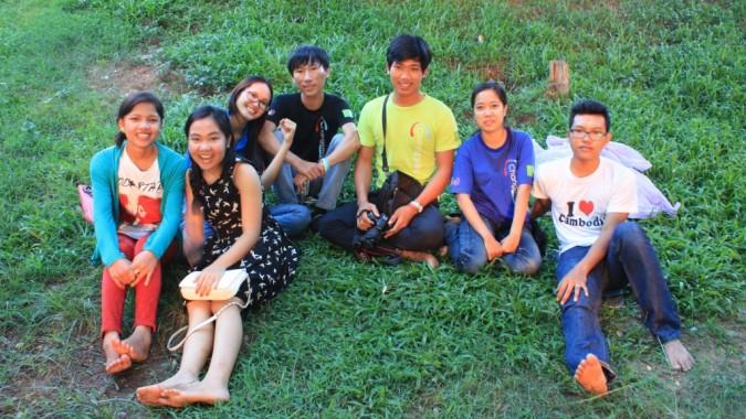 Kambodzalaiset changemakerit puistossa