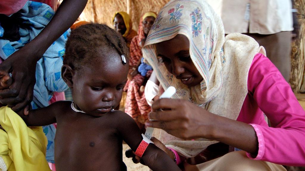 Lapsi saamassa rokotetta