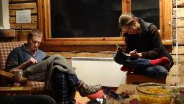 Jaro ja Laura piirtämässä
