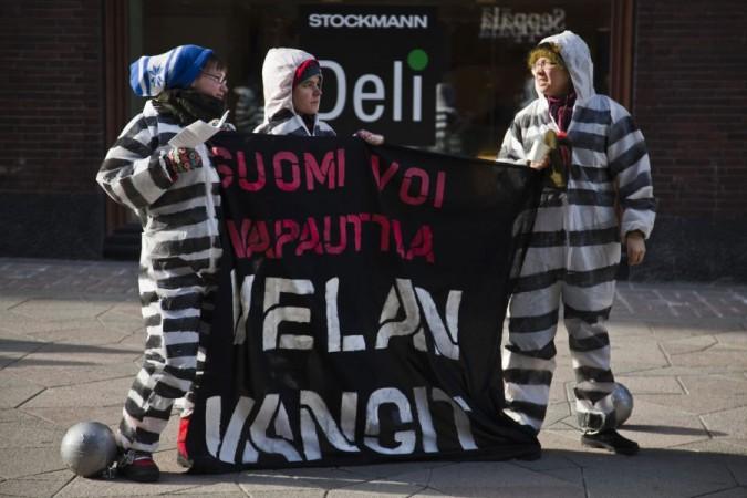 Velan vangit -kampanjatempaus Helsingissä huhtikuussa 2011